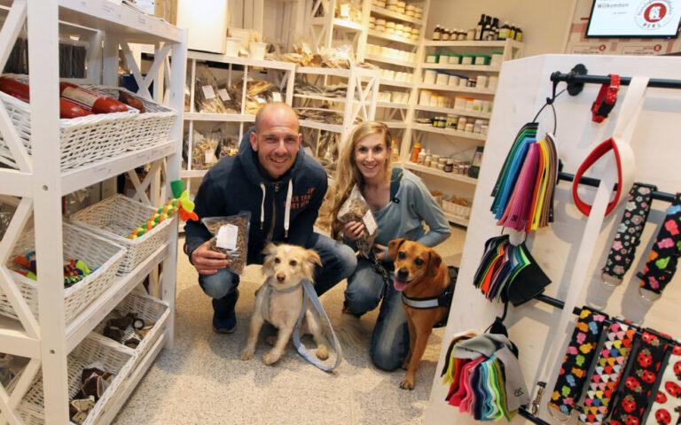 Kostelecky und Neubauer im stationären Hundefeinkostladen