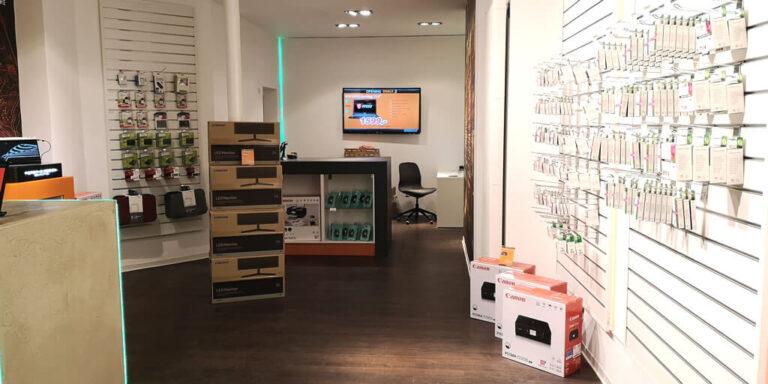 Modernes Ambiente im Flagship-Store von Guenstigtinte